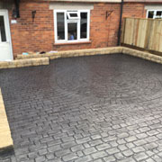 round slate grey cobbled drive